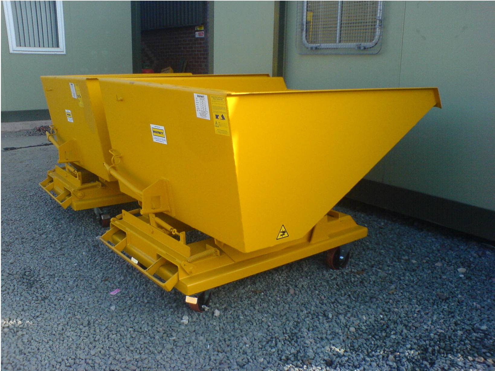 AUTO LOCKING FORKLIFT TIPPING SKIP Image